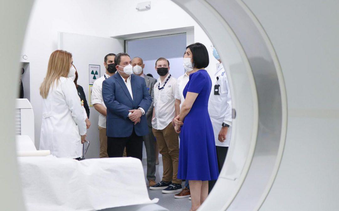 Primera Dama visita el área de Medicina Nuclear y Centro de Radiooncología del INCART